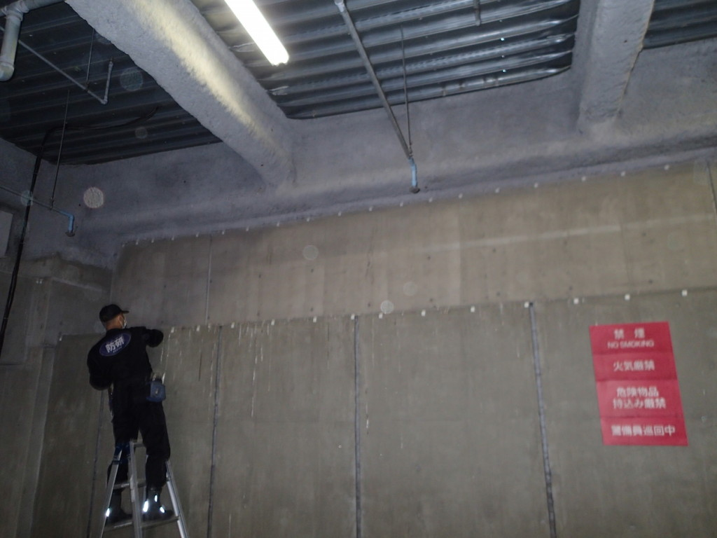 地下駐車場 ネット施工4